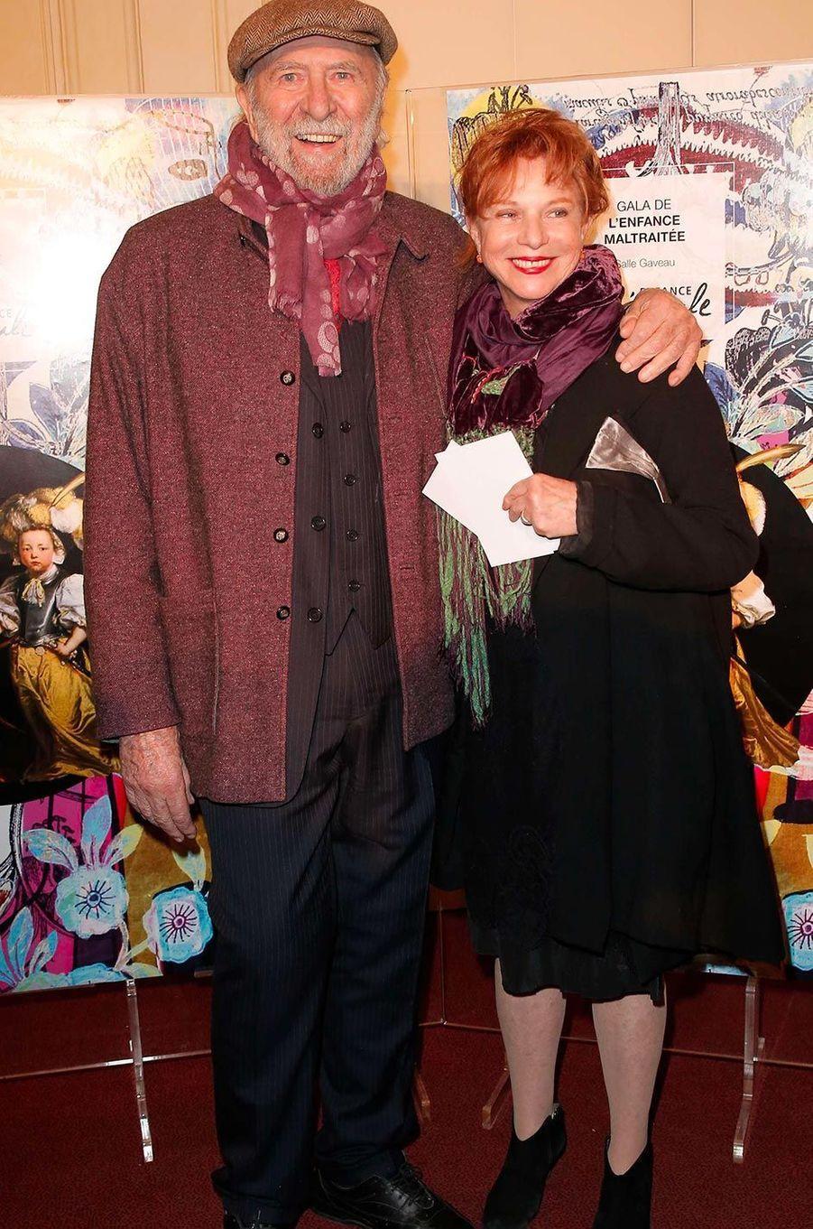 Jean-Pierre Marielle et son épouse Agathe au Gala de l'enfance maltraitée à Paris, en mars 2017.