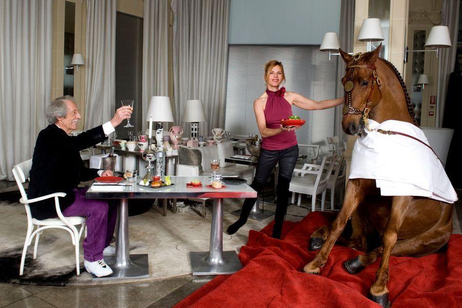 Paris, 21 novembre 2011. A l'occasion du 5e Gucci Masters 2011, Jean Rochefort a rencontré Gotan, un étalon de 7 ans, une des stars de la compétition.