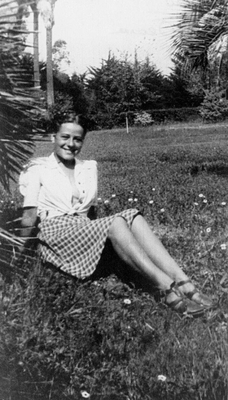 Album de famille de Jeanne Moreau. Ici, en adolescente.