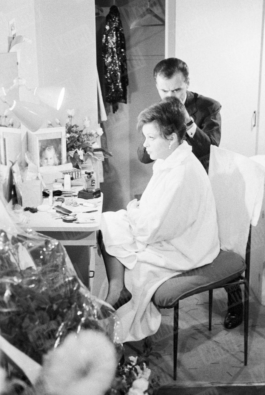 Judy Garland, dansa sa loge au Palais de Chaillot en octobre 1960.