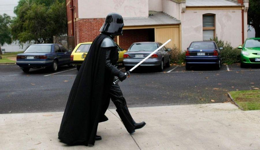 Melbourne fête Star Wars. La ville australienne accueille à partir de mercredi une grande expositation consacrée à l'univers de la Guerre des étoiles chère à George Lucas.