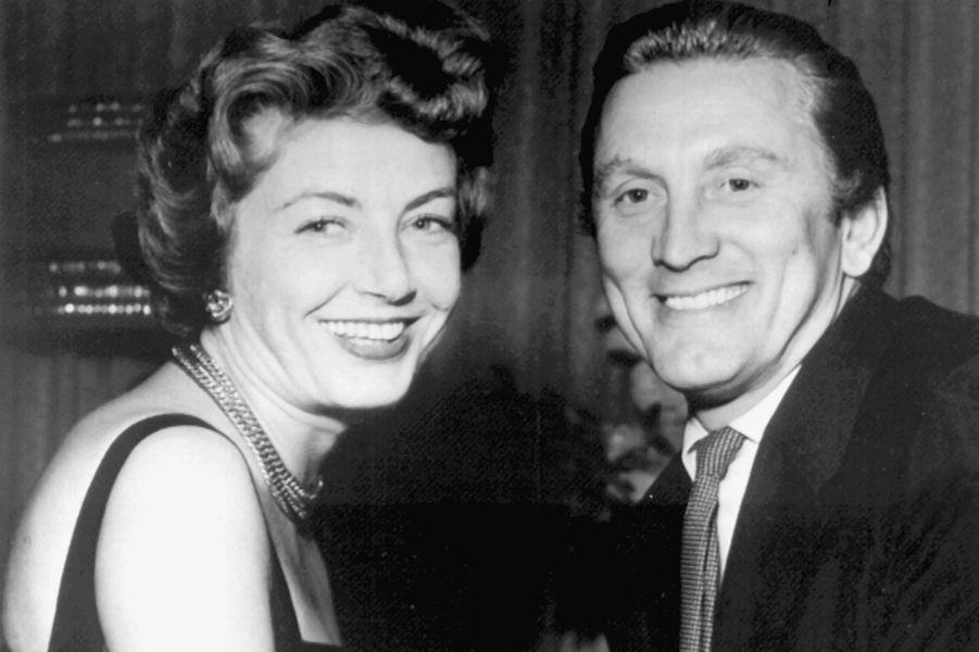 Kirk Douglas et son épouse Anne Buydens, à Las Vegas, le 30 avril 1954.