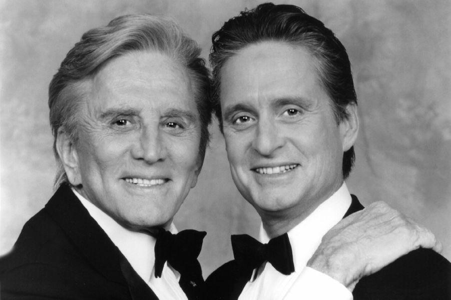 Kirk Douglas et son fils Michael Douglas à la fin des années 80.