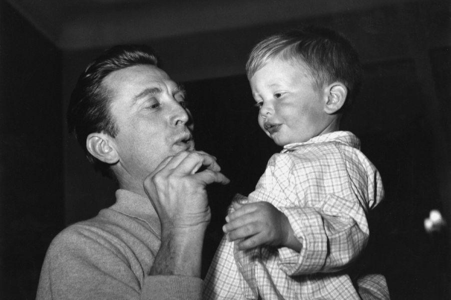 Kirk Douglas et son fils Eric, en 1959