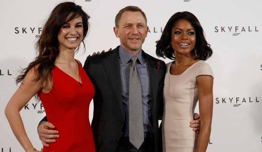 """L'agent secret de sa Majesté reprend du service devant la caméra de Sam Mendes, l'auteur d'""""American Beauty"""". Et toujours avec Daniel Craig..."""