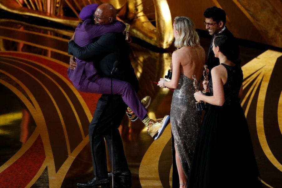 Spike Lee dans les bras de Samuel L. Jackson.