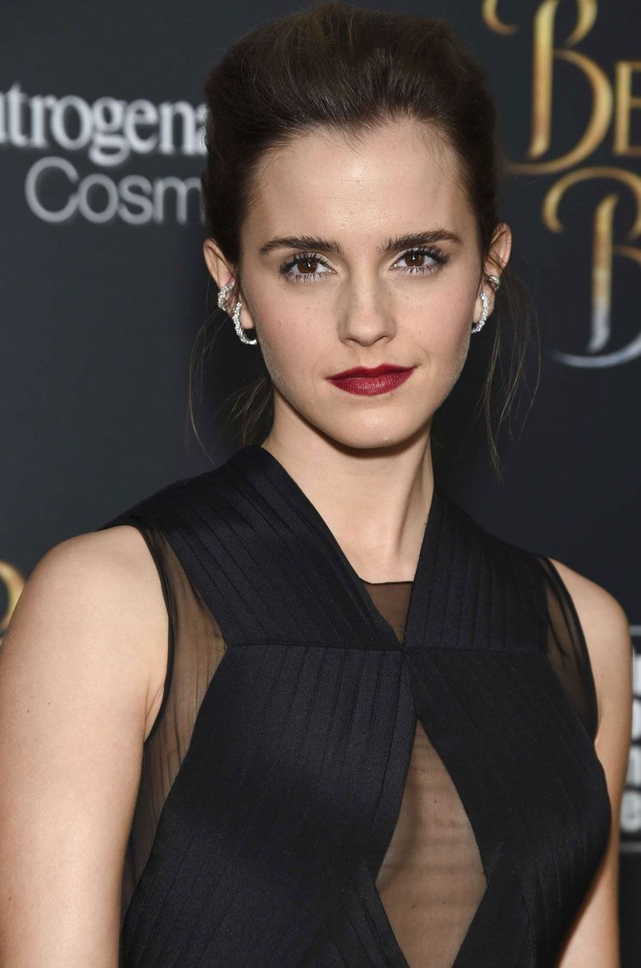 Emma Watson sublime en robe noire à New York.
