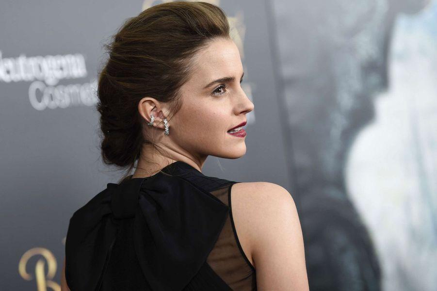 Emma Watson pose pour les photographes à New York.