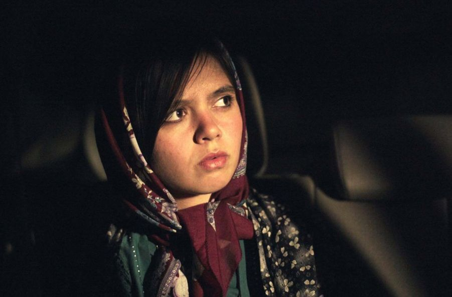 «Trois visages» de l'Iranien Jafar Panahi Le synopsis :Une célèbre actrice iranienne reçoit la troublante vidéo d'une jeune fille implorant son aide pour échapper à sa famille conservatrice... Elle demande alors à son ami, le réalisateur Jafar Panahi, de l'aider à comprendre s'il s'agit d'une manipulation.Ensemble, ils prennent la route en direction du village de la jeune fille, dans les montagnes reculées du Nord-Ouest où les traditions ancestrales continuent de dicter la vie locale.