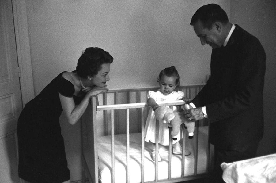 Olivia de Havilland, Pierre Galante et Gisèle Galante alors bébé.