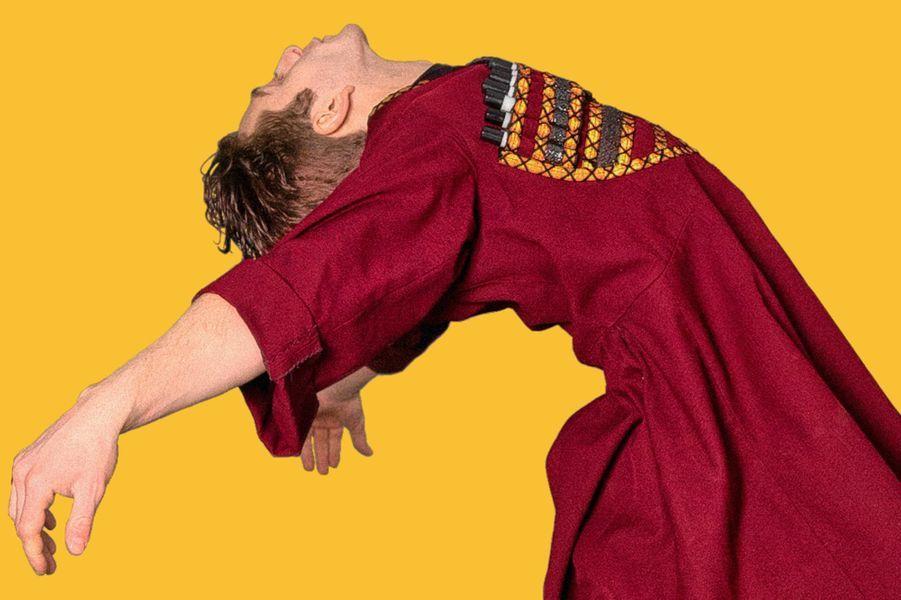 """""""And Then We Danced"""" de Levan ArkinLe synopsis : Merab s'entraîne depuis son plus jeune âge dans le cadre de l'Ensemble National Géorgien avec sa partenaire de danse, Mary. Son monde est brusquement bouleversé lorsque le charismatique et insouciant Irakli arrive et devient à la fois son plus fort rival et son plus grand désir. Dans ce contexte conservateur, Merab se voit contraint de se libérer et de tout risquer."""