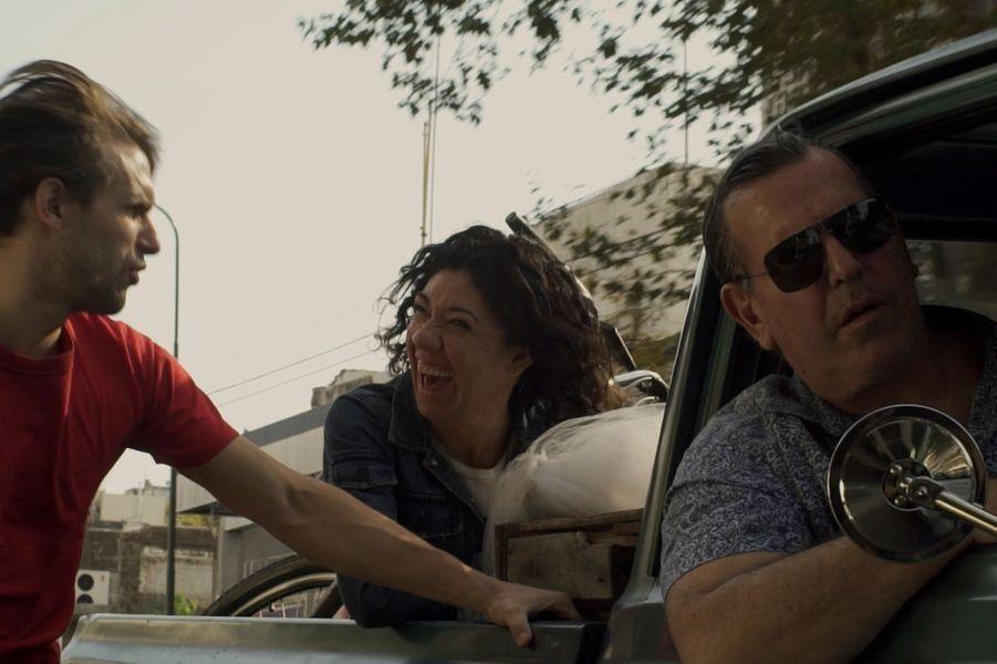"""""""Por el dinero"""" d'Alejo MoguillanskyLe synopsis :Une misérable troupe argentine composée d'acteurs, de musiciens, de danseurs, de cinéastes et d'une petite fille s'embarque pour une tournée, quelque part, en Amérique Latine."""