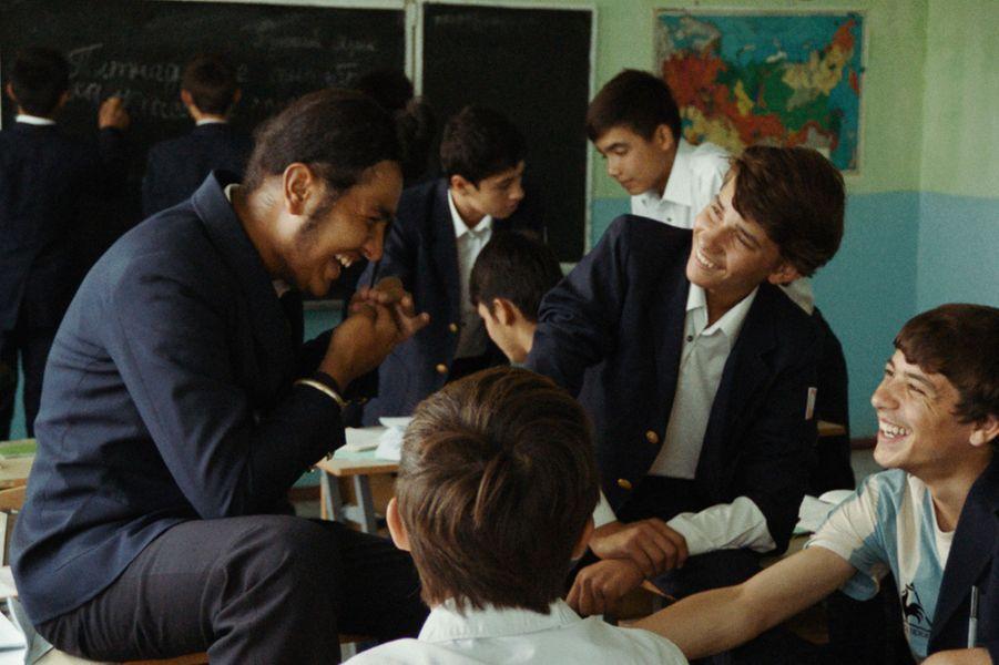 """""""The Orphanage"""" de Shahrbanoo SadatLe synopsis :À la fin des années 1980, Qodrat, 15 ans, vit dans les rues de Kaboul et vend des tickets de cinéma au marché noir. En grand fan de Bollywood qu'il est, il se rêve dans les scènes de ses films préférés. Un jour, la police l'amène à l'orphelinat soviétique. Mais à Kaboul, la situation politique est en train de changer. Qodrat et tous les enfants veulent défendre leur foyer."""