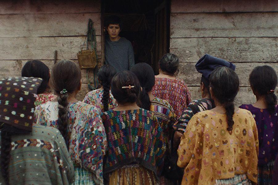 """""""Nuestras Madres"""" de César DiazLe synopsis :Guatemala, 2013. Le pays vit au rythme du procès des militaires à l'origine de la guerre civile. Les témoignages des victimes s'enchaînent. Ernesto, jeuneanthropologue à la Fondation médico-légale, travaille à l'identification des disparus. Un jour, à travers le récit d'une vieille femme, Ernesto croit déceler une piste qui lui permettra de retrouver la trace de son père, guérillero disparu pendant la guerre."""