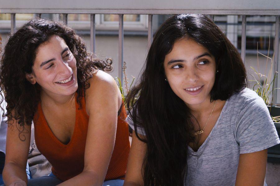 """""""Tu mérites un amour"""" de Hafsia HerziLe synopsis :Suite à l'infidélité de Rémi, Lila qui l'aimait plus que tout vit difficilement la rupture. Un jour, il lui annonce qu'il part seul en Bolivie pour se retrouver face à lui-même et essayer de comprendre ses erreurs. Là-bas, il lui laisse entendre que leur histoire n'est pas finie... Entre discussions, réconforts et encouragement à la folie amoureuse, Lila s'égare..."""