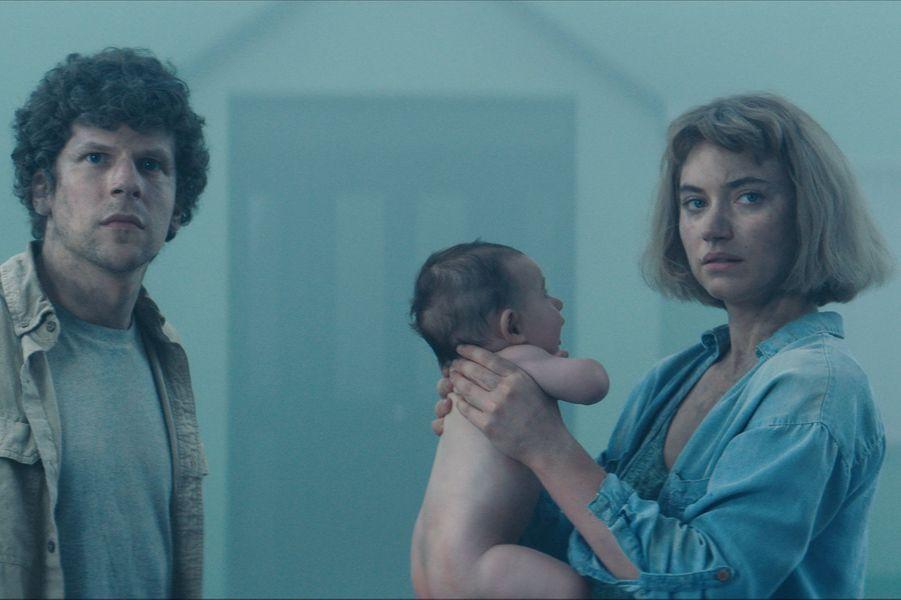 """""""Vivarium"""" de Lorcan FinneganLe synopsis :À la recherche de sa premièremaison, un jeune couple effectue une visite en compagnie d'un mystérieux agent immobilier et se retrouve pris au piège dans un étrange lotissement."""