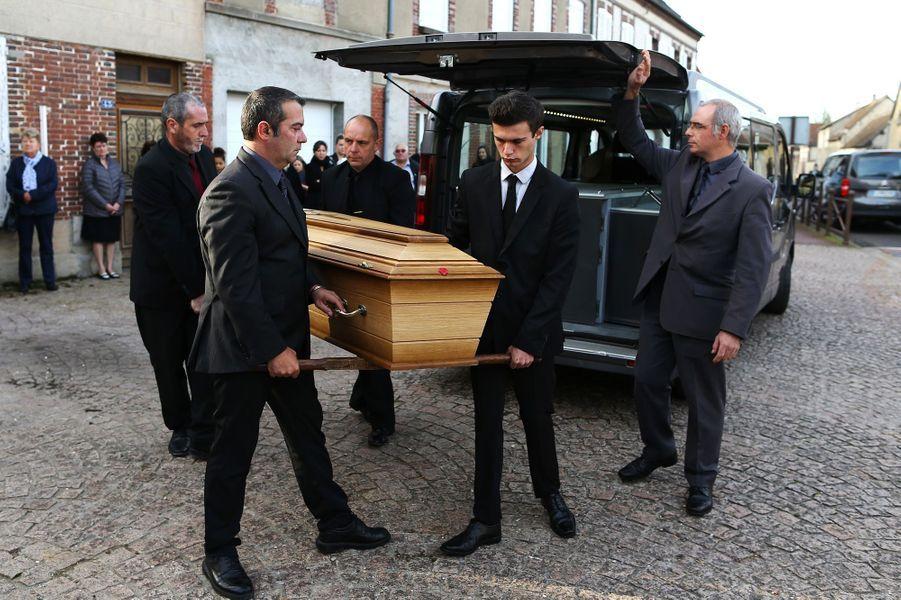 Les obsèques de Danielle Darrieux ont eu lieu en l'église Saint-Jean-Baptiste de Bois-le-Roi, dans l'Eure, le 25 octobre 2017.