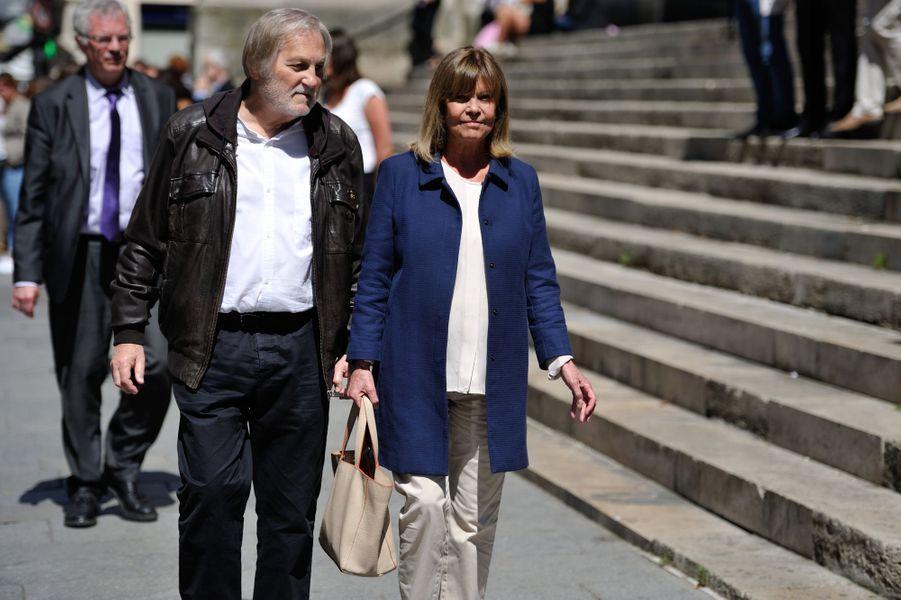 Jean-Jacques Debout et Chantal Goya aux funérailles de Roger Dumas à Paris, le 7 juillet 2016.