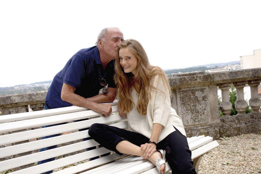 Claude Brasseur et Noémie Schmidt, duo attendrissant de « L'étudiante et monsieur Henri ».