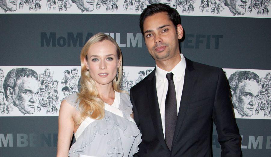 La belle Allemande a posé aux côtés du conservateur du film du MoMA.