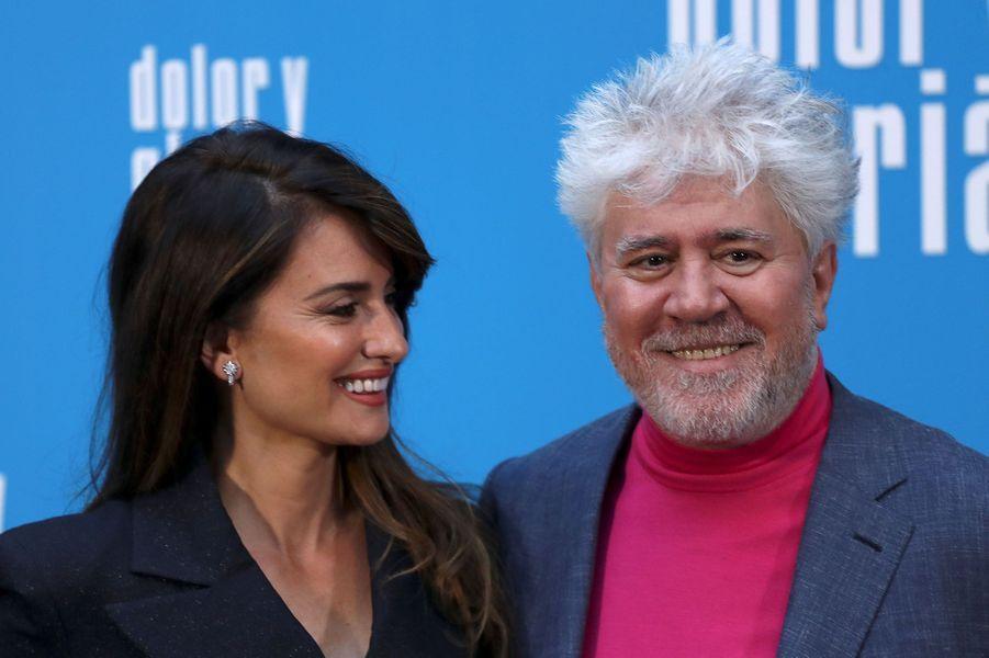 17 mai - le grand jour d'AlmodovarA Cannes, Pedro Almodovar a tout obtenu : le prix de la mise en scène, du scénario, des prix pour ses actrices... Mais jamais la Palme d'or. Ce sera peut-être pour son nouveau film, «Douleur et gloire», avec Pénélope Cruz et Javier Bardem.