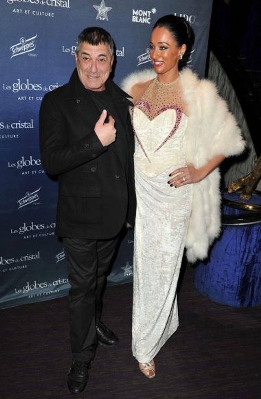 L'acteur Jean-Marie Bigard en charmante compagnie, celle d'une danseuse du Lido.