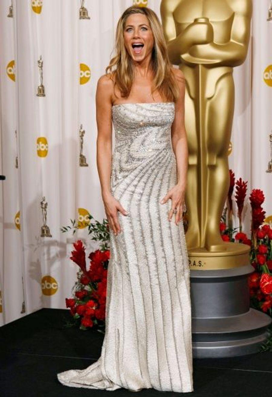 Jennifer Aniston, dont on craignait la première rencontre avec Angelina Jolie depuis sa rupture avec Brad Pitt, est apparue rayonnante à la 81e cérémonie des Oscars où elle a remis un trophée. Elle était en outre accompagnée par son beau John Mayer.