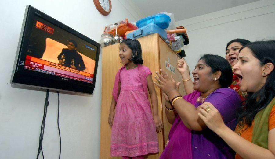 ... la famille du compositeur AR Rahman, qui a reçu l'Oscar de la meilleure musique originale et de la meilleure chanson, suivait le cérémonie avec attention depuis Chennai, en Inde.