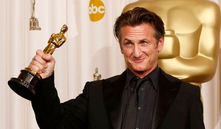 Sean Penn a reçu l'Oscar du Meilleur acteur pour son rôle dans 'Harvey Milk', alors que Mickey Rourke ('The Westler') était annoncé comme favori.