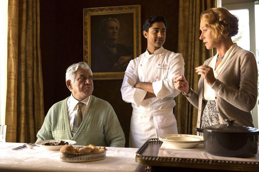 Helen Mirren et Manish Dayal dans une scène du film «Les recettes du bonheur».
