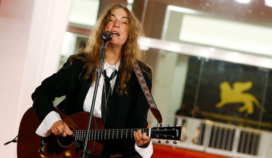 Une fois n'est pas coutume, le tapis rouge s'est transformé en scène pour la rockeuse Patti Smith, qui jouera dimanche prochain à New York à l'occasion des commémorations du 11 septembre 2001.