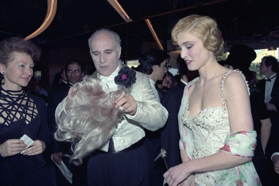 Michel Piccoli et Julie Gayet, en mai 1994.