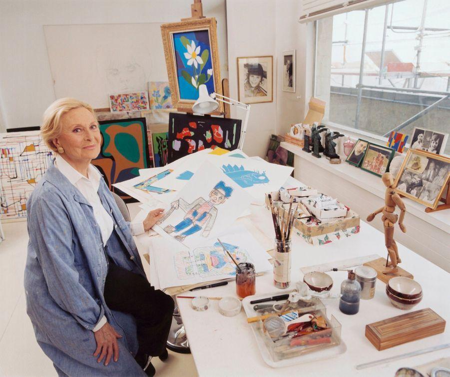 Michèle Morgan dans son atelier de Neuilly-sur-Seine.