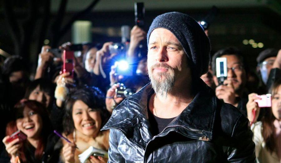 Brad Pitt, la star masculine d'Inglourious Basterds, a fait le déplacement - en avion - jusqu'à Tokyo pour l'avant-première japonaise du film de Quentin Tarantino.