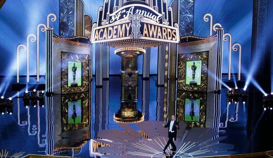 Billy Crystal devant le décor