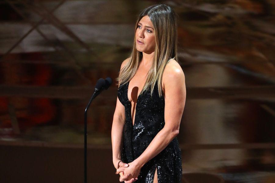 Jennifer Aniston émue aux larmes en évoquant le décès de Bill Paxton