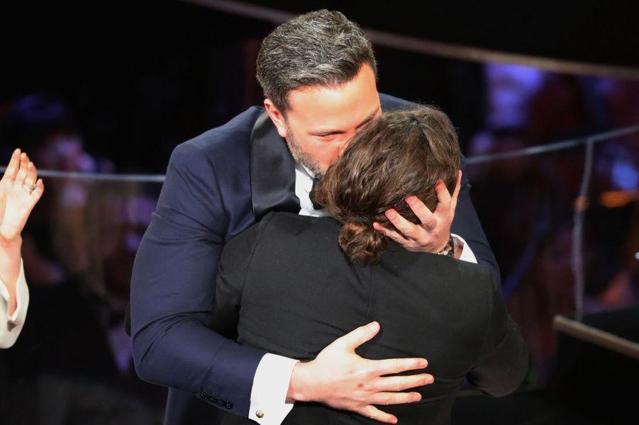 Ben et Casey Affleck dans les bras l'un de l'autre