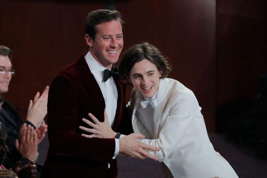 Arnie Hammer et Timothée Chalamet célèbrent l'Oscar pour James Ivory.