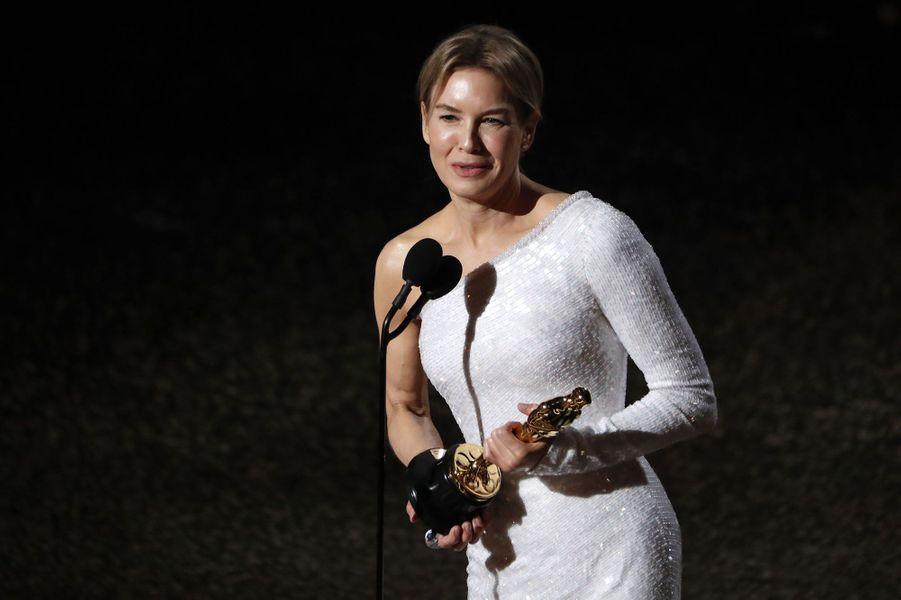 """L'émotion de Renée Zellweger récompensée de l'Oscar de la meilleure actrice pour """"Judy""""."""