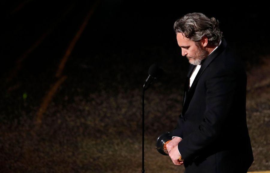 L'émotion de Joaquin Phoenix récompensé de l'Oscar du meilleur acteur pour Joker.