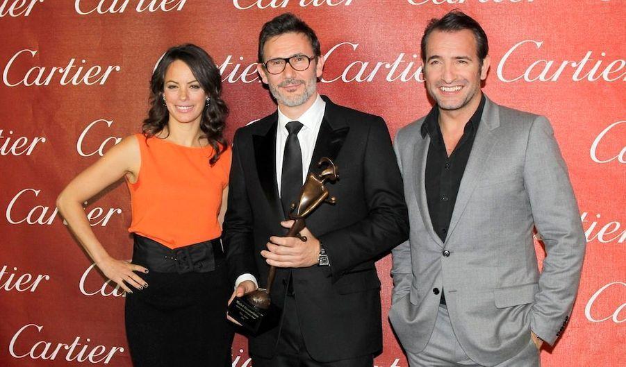 Le réalisateur Michel Hazanavicius a été récompensé. Il est entouré de ses acteurs, Berenice Bejo(sa femme) et Jean Dujardin.