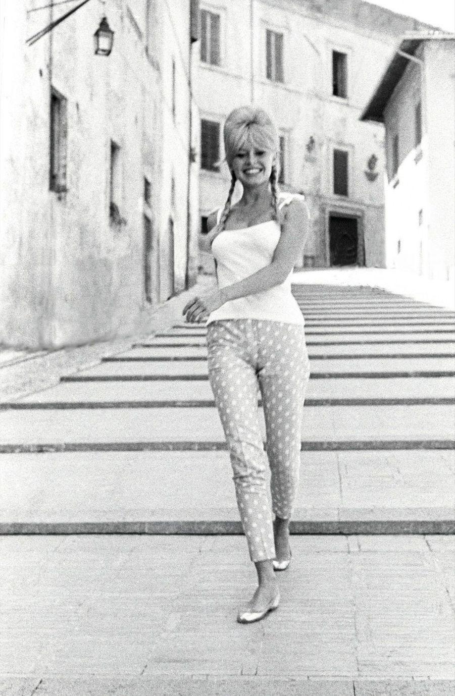 Brigitte Bardot, en 1961, à Spolète (Ombrie). Elle tourne « Vie privée » de Louis Malle.