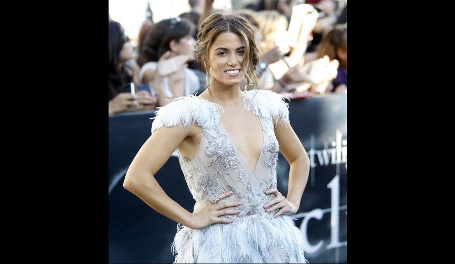 Nikki Reed, alias Rosalie Hale, a surpris son public avec une robe à plumes, en contradiction avec son personnage dans la saga signée Stephenie Meyer.