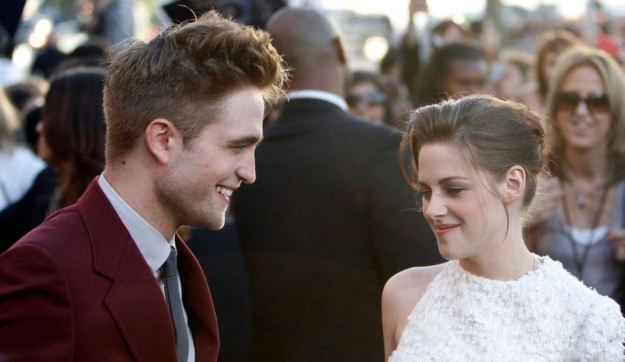 Si on leur prête une idylle depuis le début le tournage du premier volet, Kristen Stewart et Robert Pattison ne cachent pas leur tendre complicité.