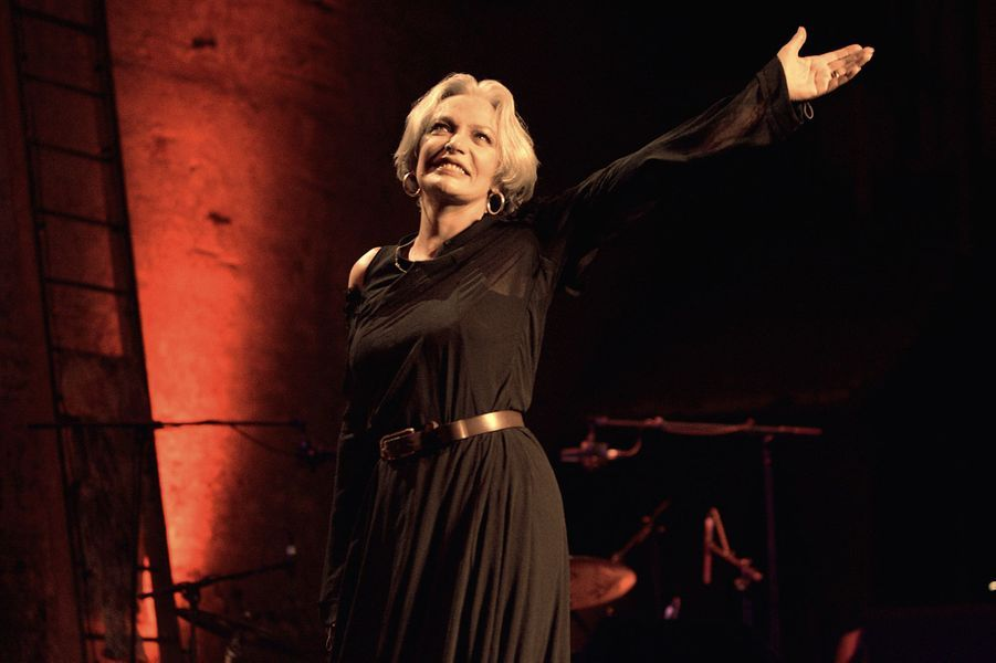 """En 2005, lors du spectable """"Marie chante Laforet"""" au Théâtre des Bouffes Parisiens"""