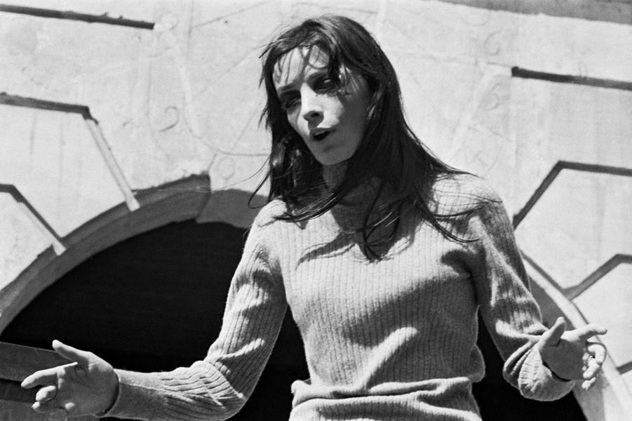 "1969 :Marie Laforet dans la piece de theatre ""La Hobereaute"" de Audiberti"