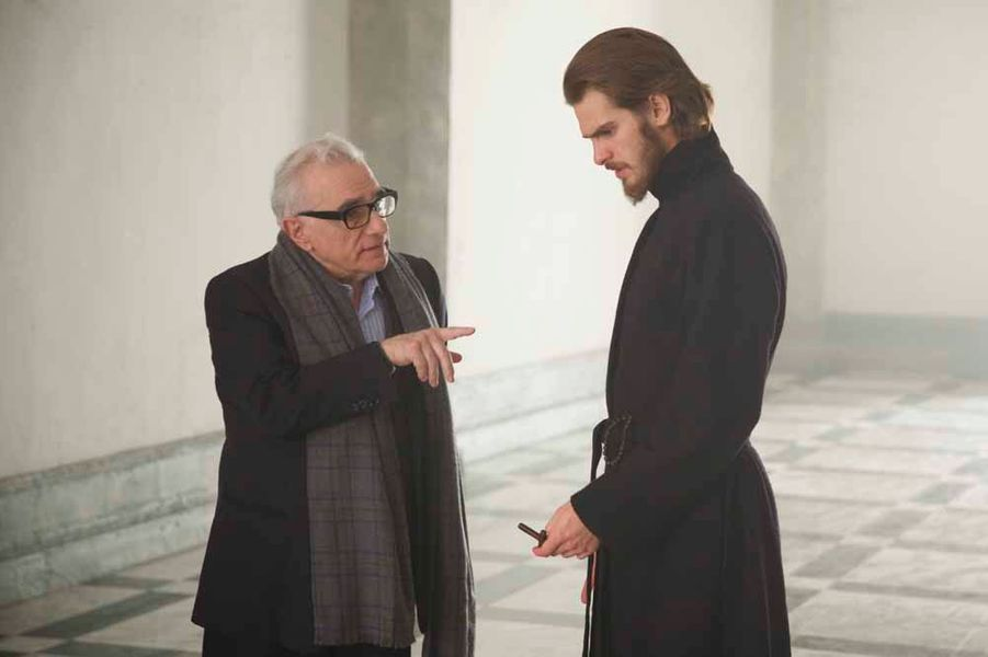 Martin Scorsese parle avec Andrew Garfield sur le tournage de «Silence».