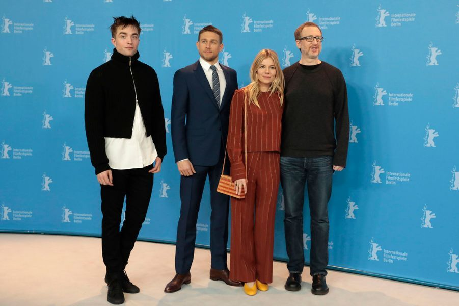 "Robert Pattinson, Charlie Hunnam, Sienna Miller et James Gray à Berlin pour ""The Lost City of Z""."