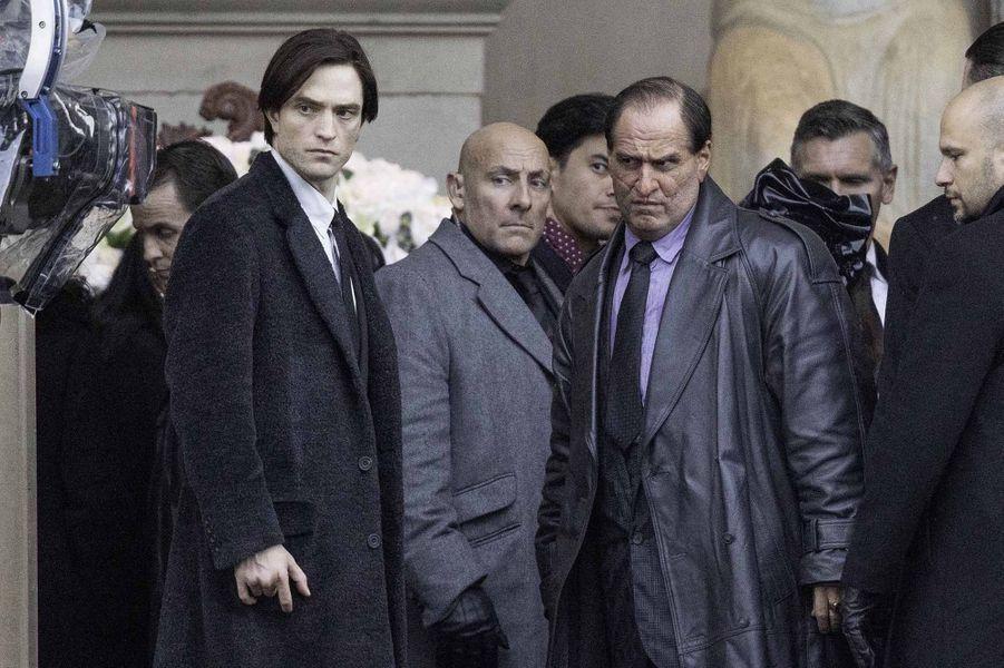 Robert Pattinson et Colin Farrell (méconnaissable en Pingouin, à droite).
