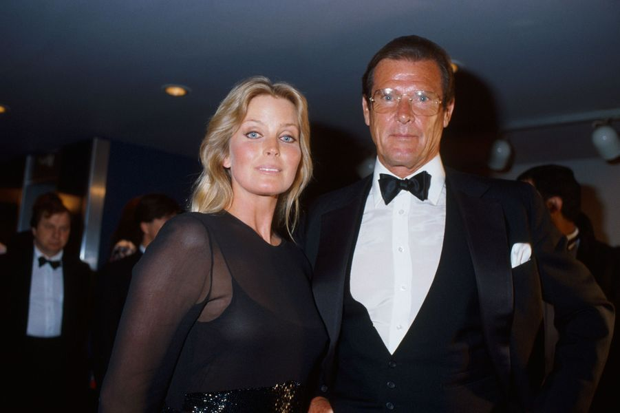 L'actrice Bo Derek et Roger Moore au 42ème Festival de Cannes en mai 1989.